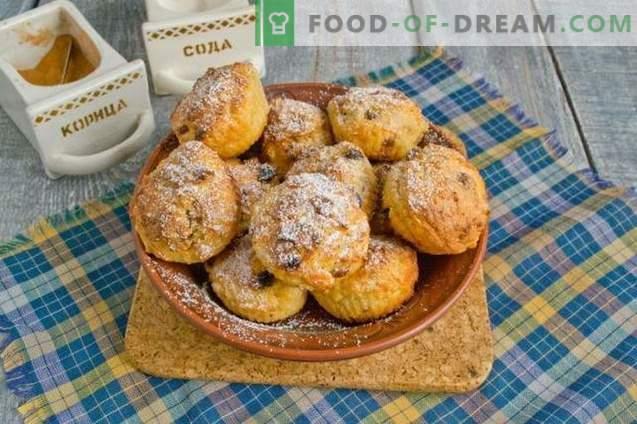 Prăjituri cu morcovi, stafide și scorțișoară