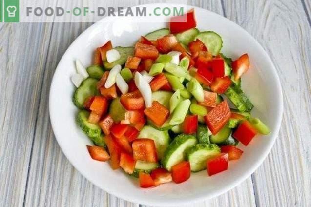 Salată de castraveți cu ardei grași pentru iarnă