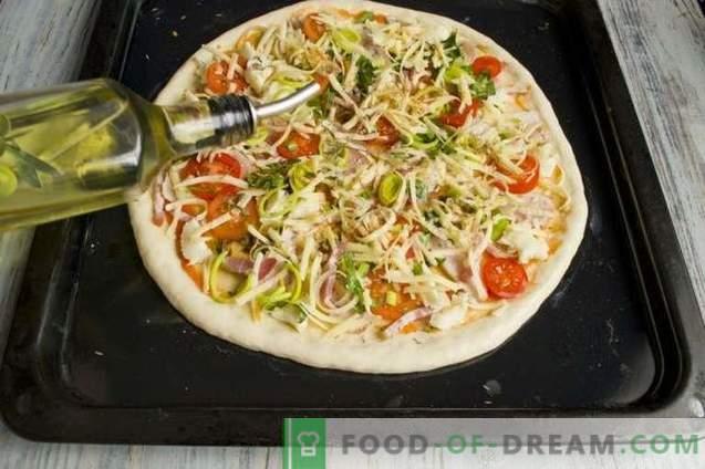 Hefepizza mit Schinken und Pancetta im Ofen