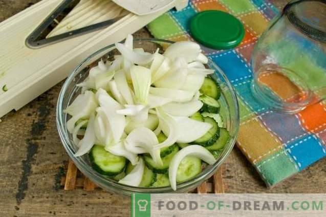 Sałatka z ogórka z cebulą na zimę