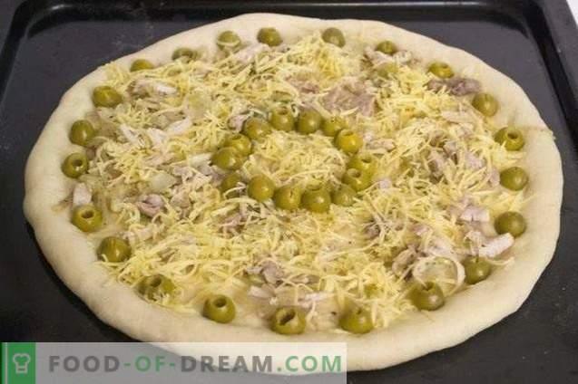 Pizza cu pui și roșii de cireșe