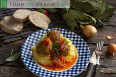 Италиански кюфтета или кюфтета от месо в зеленчуков сос