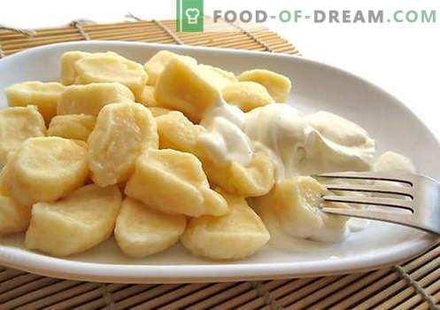 Găluștele de brânză de gătit sunt cele mai bune rețete. Cum să gătești în mod corect și gustos bucate tradiționale și leneș găluște cu brânză de vaci la domiciliu.