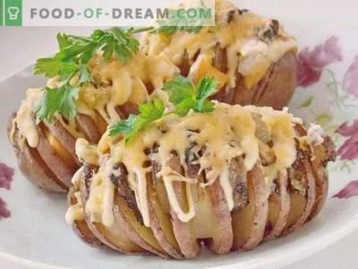 Krompirjeva harmonika. Pečeni krompir z mastjo pod sirno skorjo