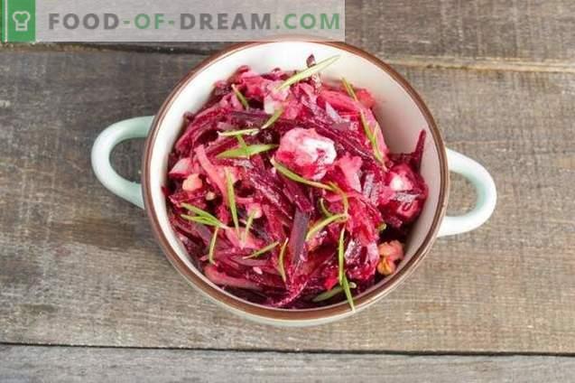 Rote-Bete-Salat mit Zwiebeln, Käse und Walnüssen