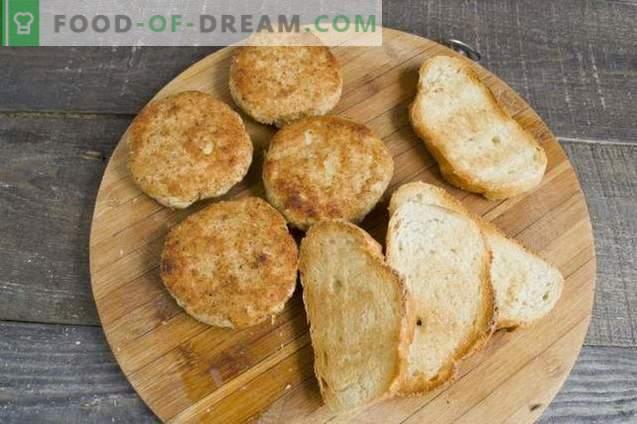 Sandwich-uri calde cu chifteluțe în cuptor