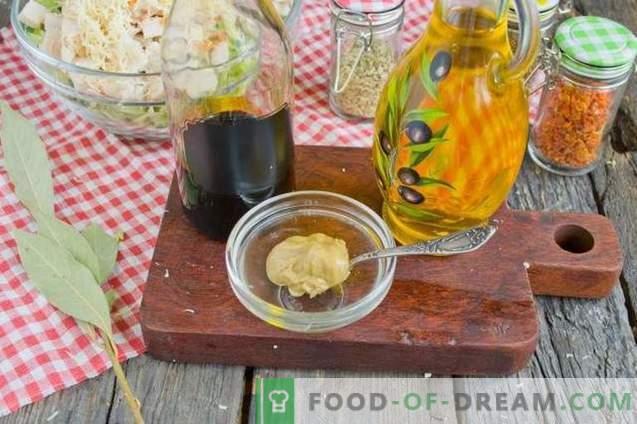 Salată cu varză, șuncă și biscuiți