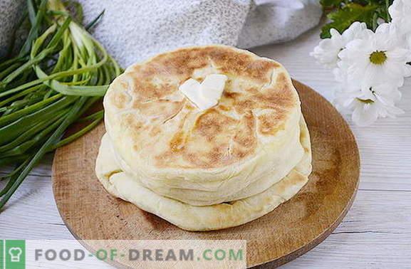 Cel mai simplu khachapuri pe chefir cu brânză de vaci pe o tigaie. Reteta foto a fotografului pentru gătitul de khachapuri într-o tavă cu coace