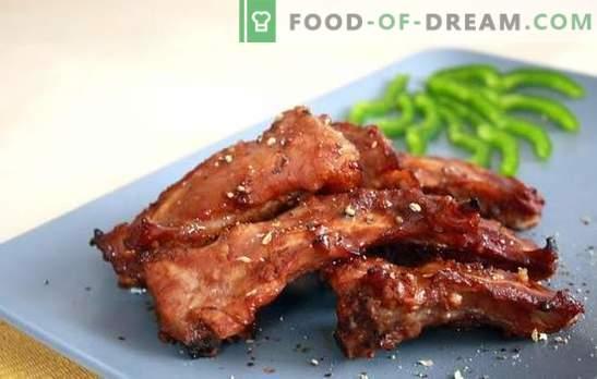 Coaste de porc într-un aragaz lent - o gustare aromată și o farfurie plină. Rețete pentru coaste de porc prăjite și coapte într-un aragaz lent