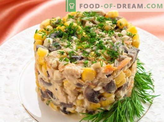 Salāti ar kukurūzu un vistu - labākās receptes. Kā pareizi un garšīgi pagatavoti salāti ar kukurūzu un vistu.