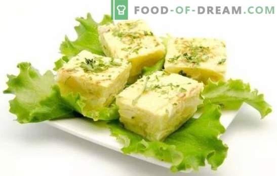 Omeletul cu brânză de vaci este un mic dejun sănătos pe care toți îl vor dori. O selecție de rețete pentru omlet cu brânză de vaci în cuptor, multi-aragaz și pan
