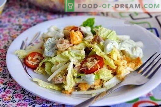 Salatele cu pui și varză chineză sunt cele mai bune rețete. Gatiti bine salata de pui si varza chinezeasca.