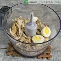 Eenvoudige kipfilet met eieren en groenten