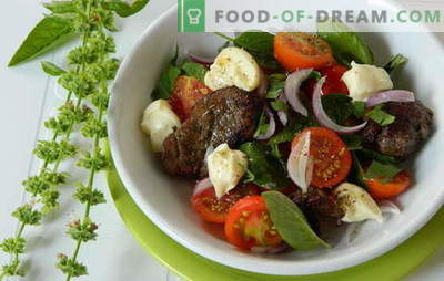 A warm salad with chicken liver is nutritious and healthy. The most interesting and unusual recipes for warm salads with chicken liver