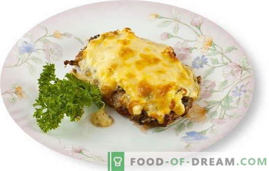 Carnea cu ciuperci și brânză în cuptor este o mare plus față de farfuria laterală. Cele mai bune retete pentru prepararea cărnii cu ciuperci și brânză în cuptor