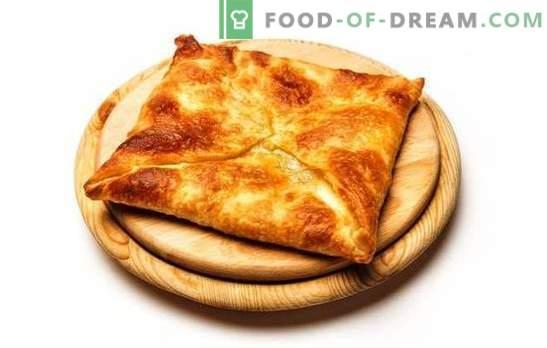 Prăjitură de puf fiartă și coaptă khachapuri. Cafezian delicateses în meniul nostru - khachapuri puf de patiserie cu brânză