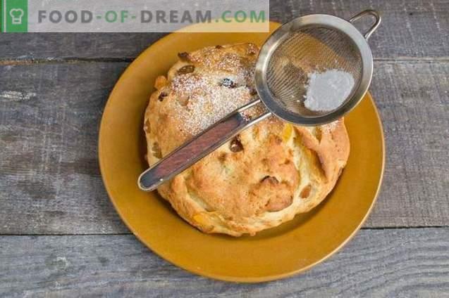 Tort de Paște de Paște cu brânză de vaci și fructe confiate