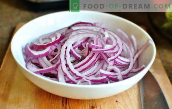 Ceapa tocată în plăcinte, salate și mâncăruri fierbinți. Rețete de la gospodinele experimentate: cum să mănânci ceapa acasă