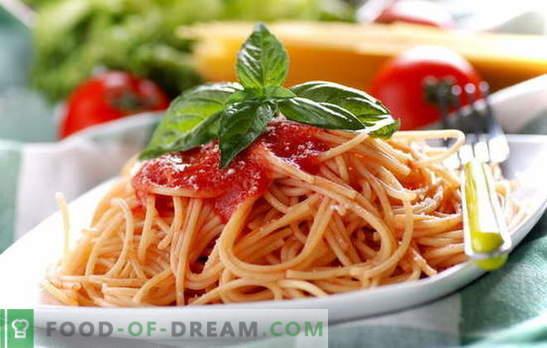 Spaghete cu pastă de tomate: gătitul este ușor. Rețete de spaghete cu sos de roșii zilnic: cu legume, pui, carne afumată