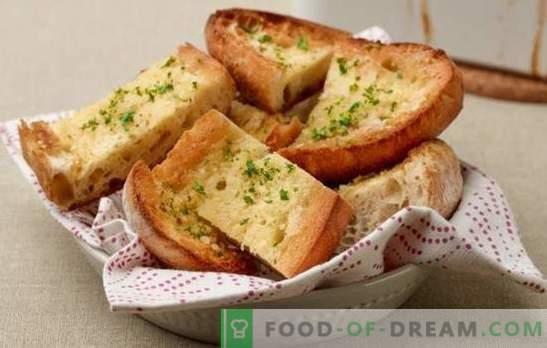 Crutoane de pâine albă - pentru micul dejun sau pentru desert. Rețete de pâine prăjită de paine albă în spaniolă și în galeză, cu brânză, ouă, banane